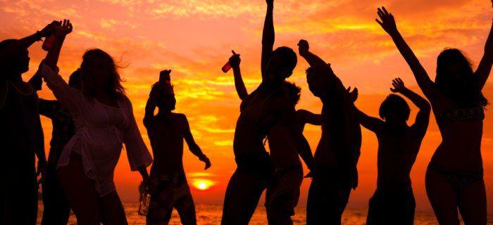 dansen-op-een-strandfeest